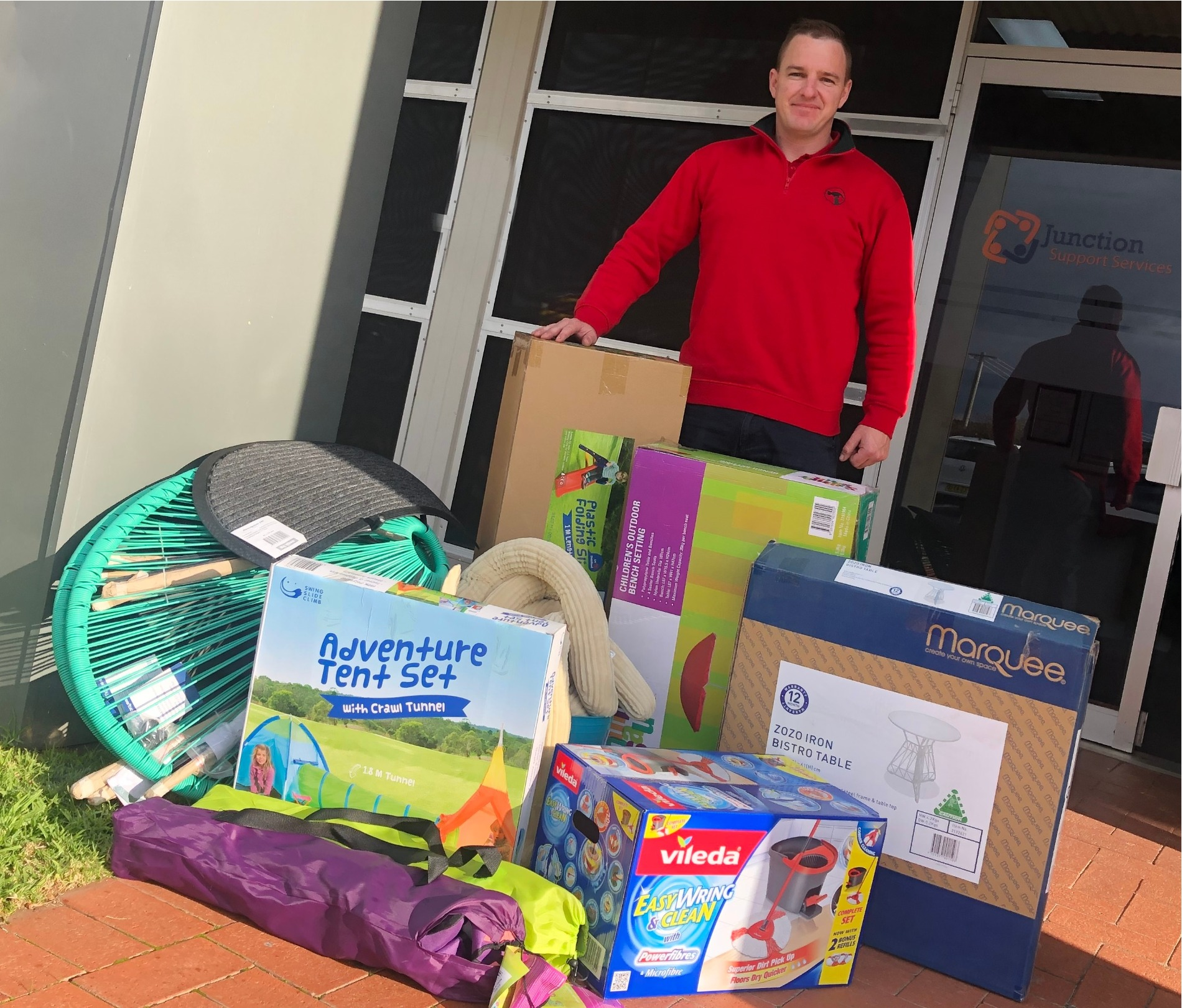 Jamie from Bunnings delivers donated goods to Junction Support Services